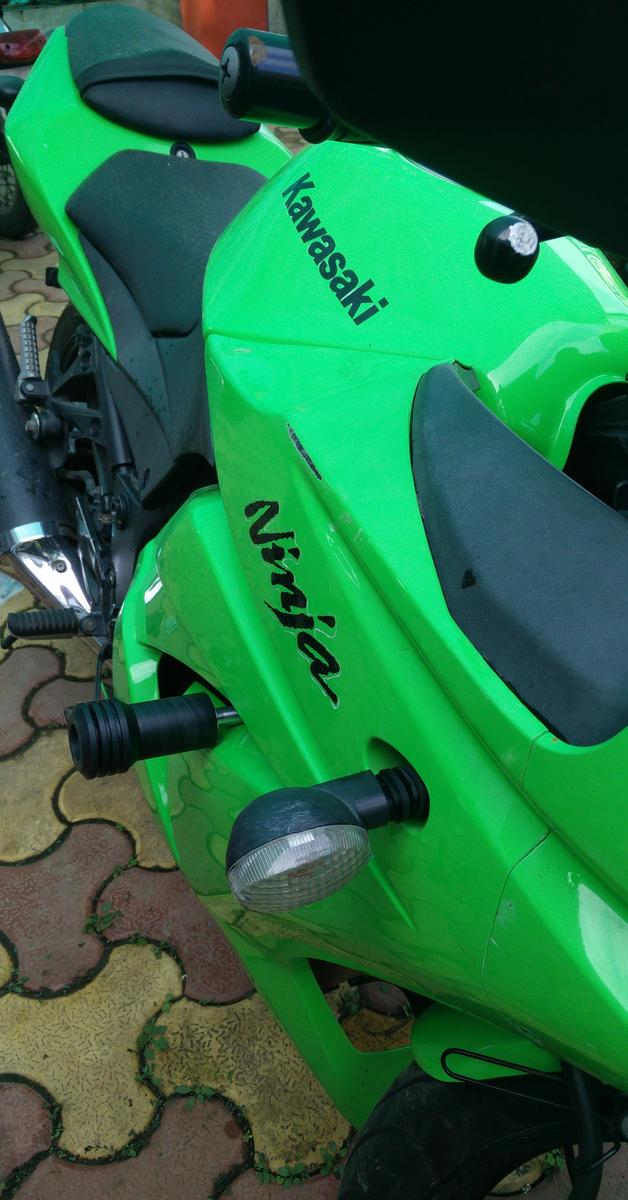 Frame Sliders- Kawasaki Ninja 250 | Motofusion